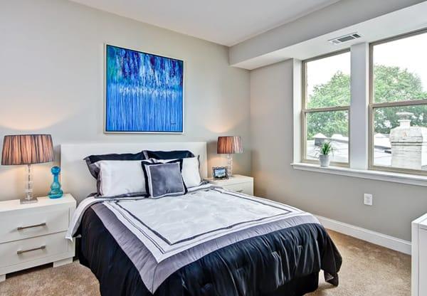Metropolitan Overlook sample unit bedroom